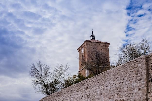 La tour de reloj à chinchon madrid espagne est un mélange de gothique renaissance et baroque espagnol tradit ...