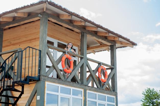 Tour de sauveteur pour sauvetage baywatch sur la plage