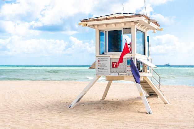Tour de sauveteur à south beach à fort lauderdale en floride, états-unis