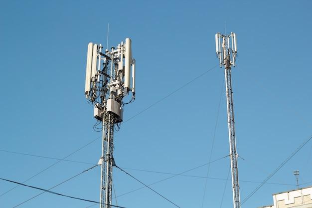 Tour de télécommunication. système de communication numérique sans fil. station de base mobile