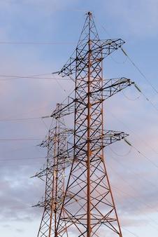 Tour de transmission d'électricité haute tension