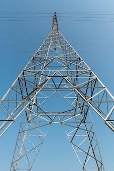 Tour de transmission de l'électricité
