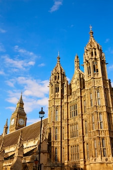 Tour de westminster près de big ben à londres