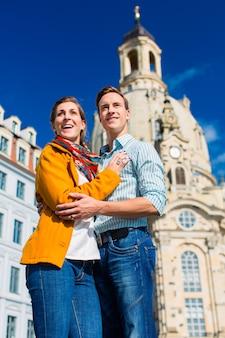Tourisme - couple à l'église notre-dame de dresde
