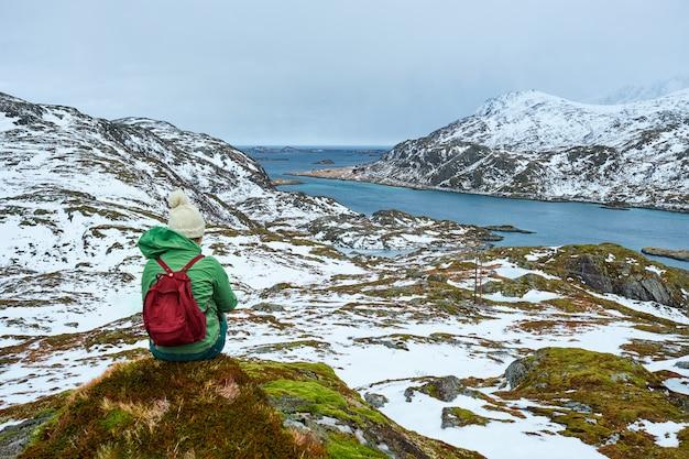 Touriste sur les îles lofoten, norvège