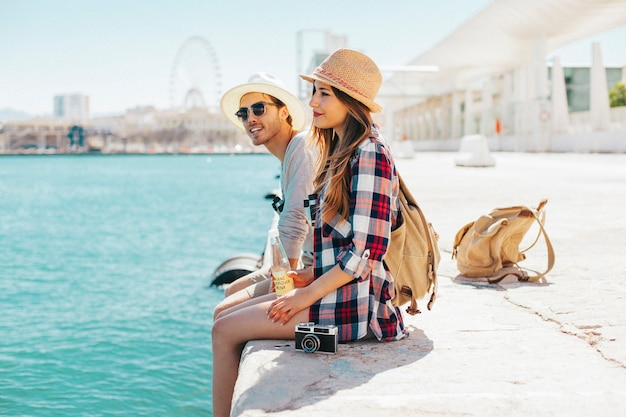 Les touristes sur de bonnes vacances