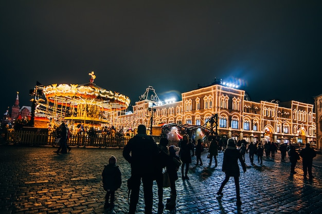 Touristes sur la place rouge à moscou à la veille du nouvel an