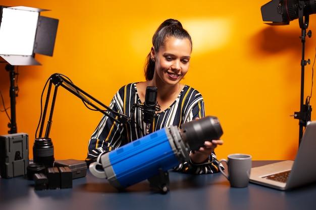 Tournage diffusé sur la lumière du studio pour les abonnés