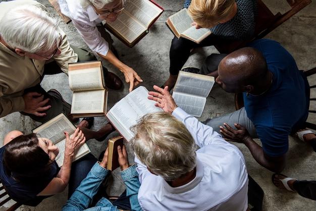 Tournage religieux diversifié