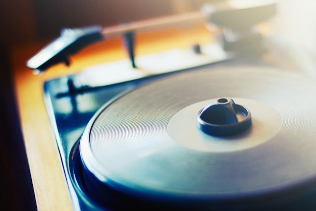 Tourne-disque rétro, plan rapproché de platine à roulement à air, mise au point douce