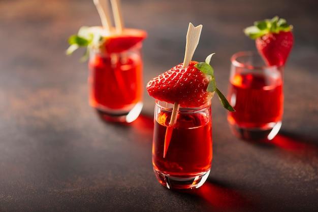 Tourné avec de la vodka aux fraises