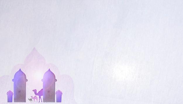 Tours et chameaux en papier sur blanc