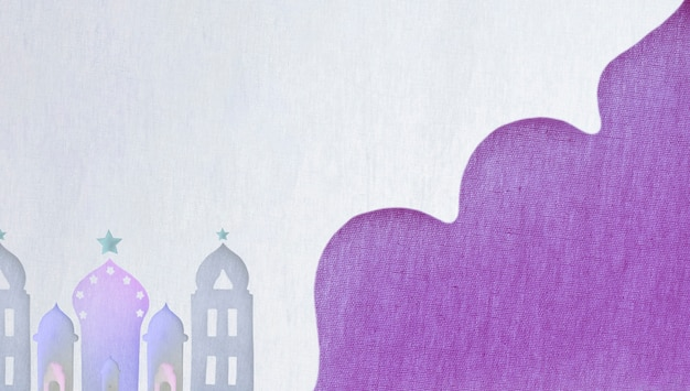 Tours et fond blanc et violet