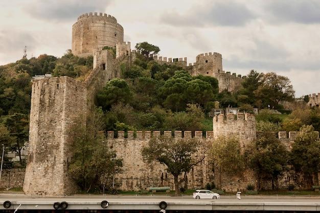 L'une des tours de la forteresse de rumeli à istanbul, turquie.