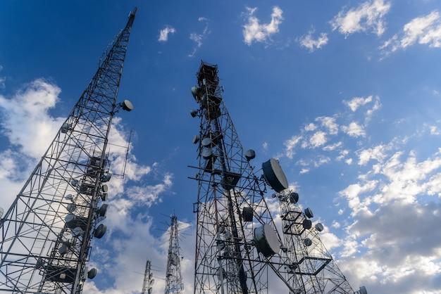 Tours de télécommunications avec au pic de jabre à matureia paraiba brésil