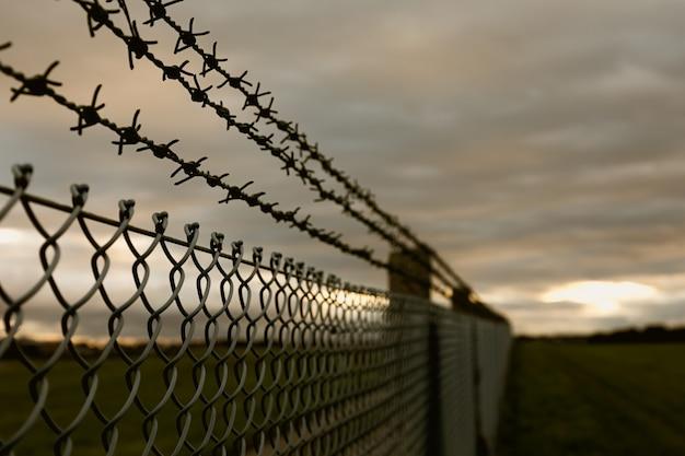 Tout le monde est emprisonné sur le moment, mais il y a une lueur d'espoir à l'horizon.