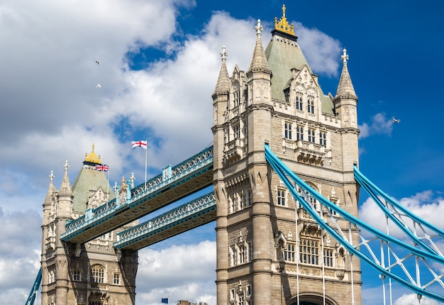 Tower bridge, un symbole de londres - angleterre