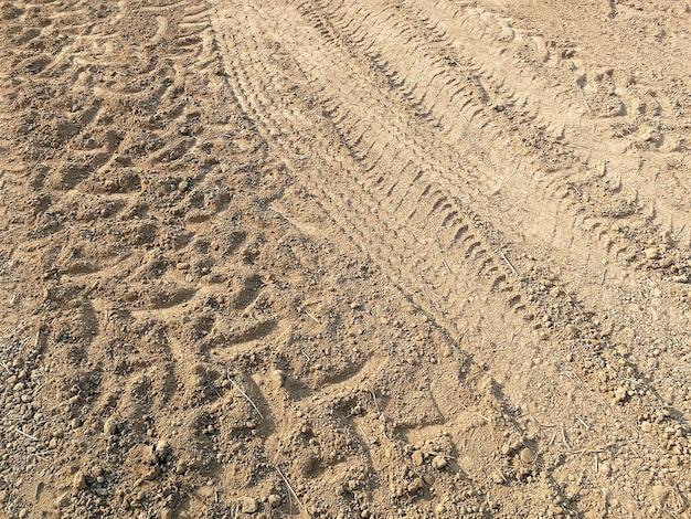 Trace de pneu de nombreux véhicules au sol