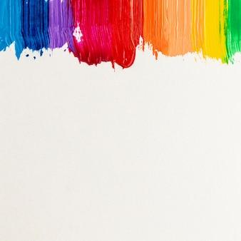 Tracés de peinture colorés et espace de copie