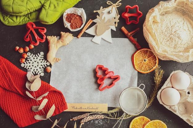 La tradition de célébrer noël et le nouvel an boulangerie maison cuisiner des bonbons de vacances traditionnels