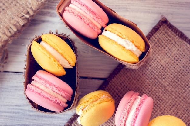 La tradition française - des macarons colorés