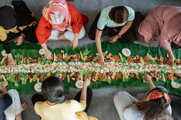 Tradition de manger javanais kembulan