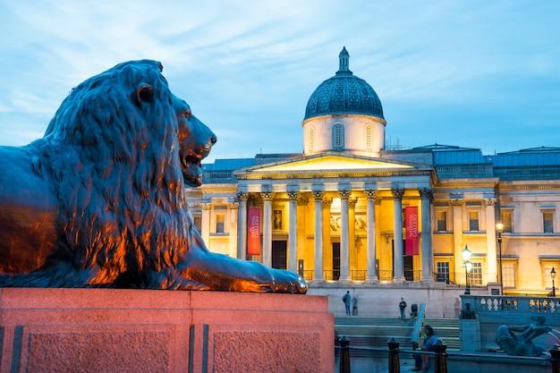 Trafalgar square à londres angleterre royaume-uni