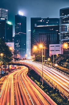 Le trafic routier à hong kong la nuit