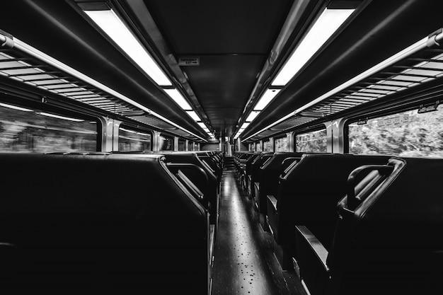 Train en noir et blanc