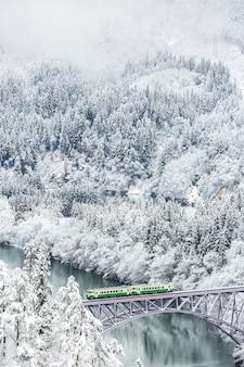 Train paysage d'hiver