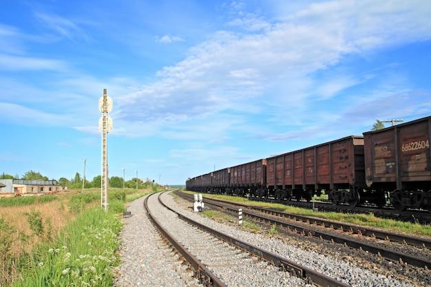 Train sur petite gare