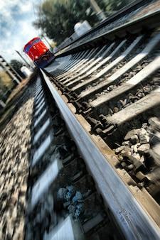 Train précipité vers la nature sans défense