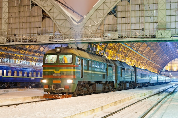 Train de voyageurs diesel à lviv