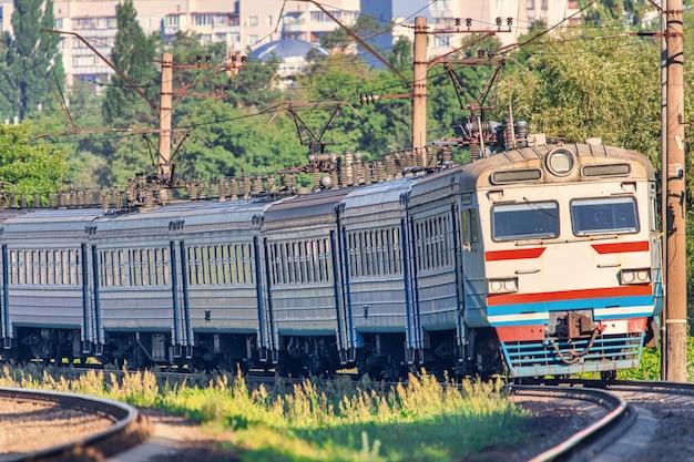 Train de voyageurs électrique