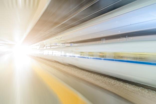 Le train xingshizhong floue