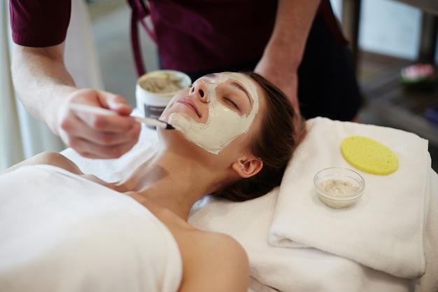 Traitement de beauté du visage au spa