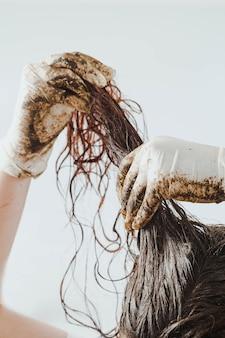 Traitement à la boue pour cheveux fait maison