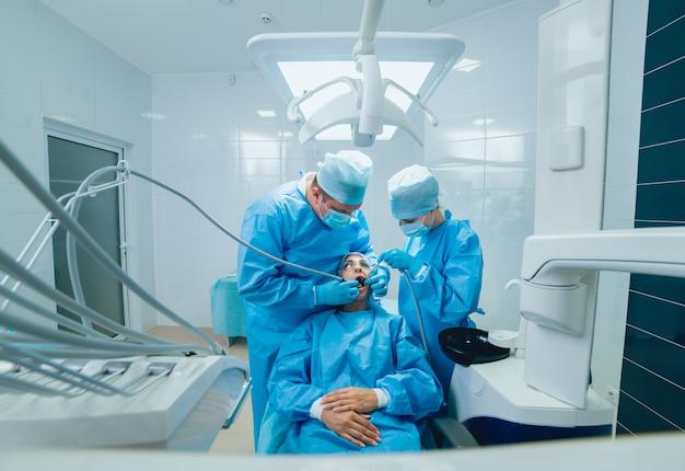 Traitement de la perte de dents. technologies dentaires modernes
