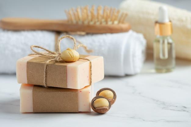 Traitement de soin de la peau au savon de macadamia