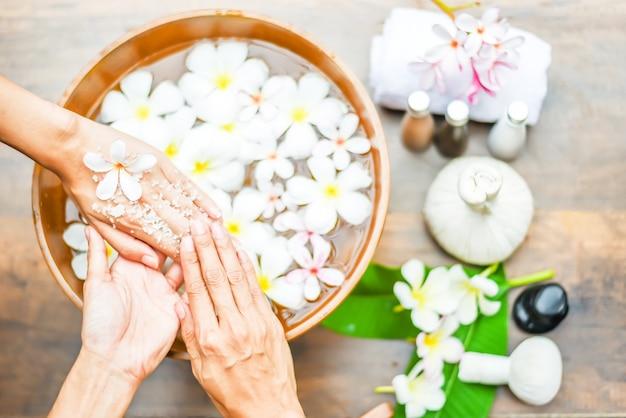 Traitement de spa et produit pour spa à main