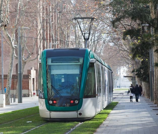 Tramway sur la rue de la ville