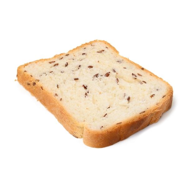 Tranche carrée fraîche de pain de farine de blé blanc avec des graines de lin sur fond blanc