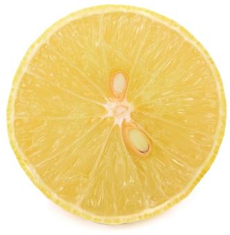 Tranche de citron, isolé sur fond blanc