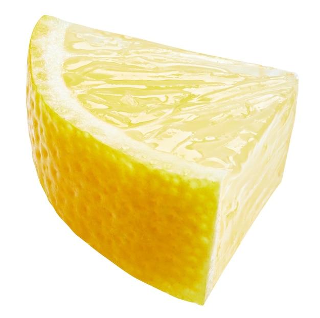 Tranche de citron isolé sur une surface blanche. tracé de détourage de fruits de citron. photo macro de qualité