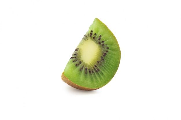 Tranche de kiwi mûr isolé