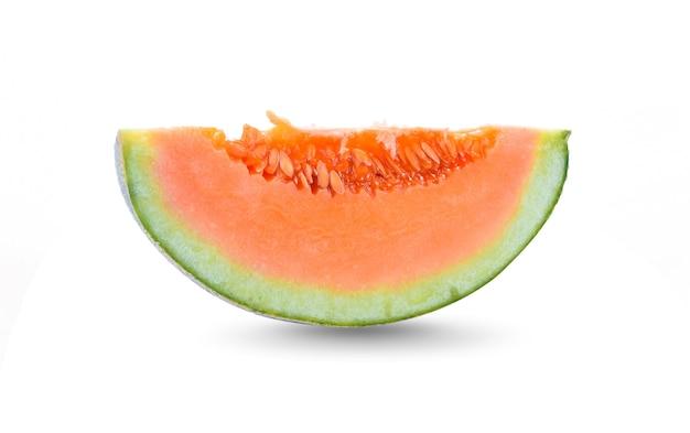 Tranche de melon isolé sur fond blanc