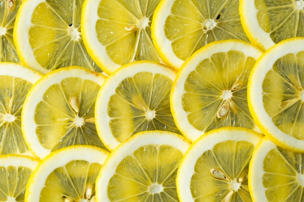Une tranche de motif de fond de texture citron jaune frais