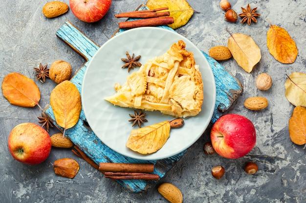 Tranche de tarte aux pommes