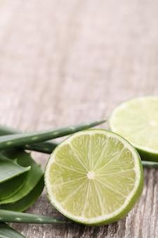 Tranches d'aloe vera pour les soins de la peau
