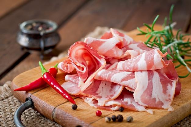 Tranches de bacon aux herbes et épices